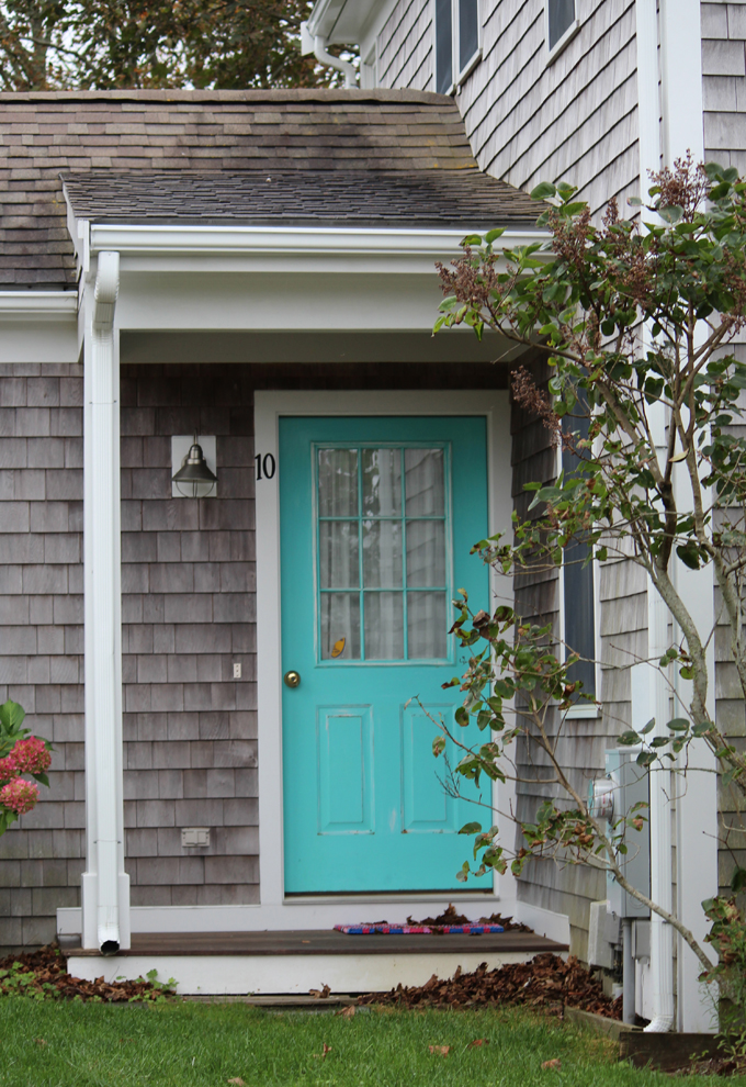 Grey House Turquoise Door 680 x 990